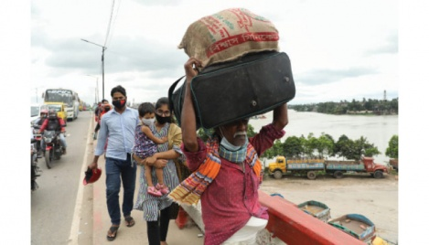 Holidaymakers suffer on return trip to Dhaka
