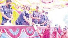 Bangladesh Police provides assistance to Pirgonj arson victims